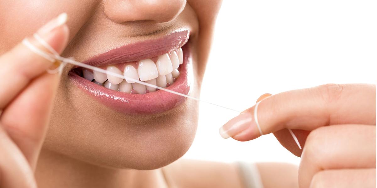 Uso del filo interdentale - Studio Medico Odontoiatrico Donzelli